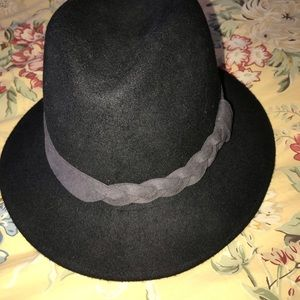 5792dfce697 Jessica Simpson Accessories - Jessica Simpson hat